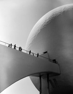 World's Fair visitors entering the Perisphere. Photograph by Alfred Eisenstaedt.