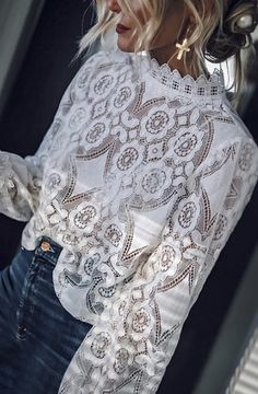 Pretty white lace top with high waisted denim jeans. 2019 Pretty white lace top with high waisted denim jeans. The post Pretty white lace top with high waisted denim jeans. 2019 appeared first on Denim Diy. High Waisted Denim Jeans, Jeans Denim, High Jeans, Black Jeans, Fashion Mode, Look Fashion, Paris Fashion, Mode Outfits, Fashion Outfits