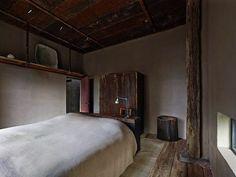 Rustic bedroom in NYC | vintage rustic apartment | white bedlinen