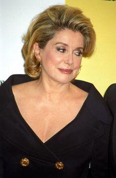 French Classic, Catherine Deneuve, Classy Women, Older Women, Beautiful Women, Hollywood, Lady, People, Autumn Flowers