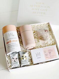*NEW!* Fancy a Cuppa? A Cuppa on the go? Yes please, forever and always will have tea with me!Grab your tea and your dark chocolate to get you through that morning rush, and come home to a relaxing bath filled with flower petals and Dead Sea Salt and some Beauty Bites!  #birthdaygiftbox #minibox #pampertime #healthygiftbox #christmasgiftbox #christmasgift #giftbox #health #wellness #australia #nourishing #desertblush #diaryfreegiftbox #byrondreaming