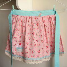pretty in pink apron   i love this fabric from lecien   Por: nanaCompany   Flickr - Photo Sharing!