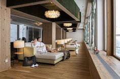 Neuer Familienruheraum im VITALIS SPA Hotel Alpenhof, Wellness Spa, Conference Room, Table Decorations, Furniture, Home Decor, Decoration Home, Room Decor, Home Furnishings