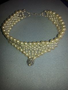 v shaped pearl choker