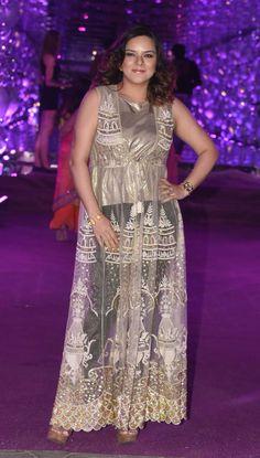 Shah Rukh Khan, Udita Goswami, Nora Fatehi and others at Azhar Morani's sangeet Udita Goswami, Lipstick Under My Burkha, Raja Hindustani, Mohit Suri, Trouser Outfits, White Trousers, How To Look Handsome, Anarkali Dress, Beautiful Wife
