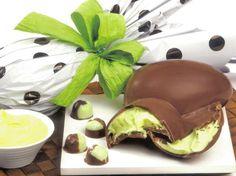 Imagina você que ama chocolate poder degustar um ovo trufado com mousse de limão? Pois, bem é essa receita que vamos ensinar você a fazer hoje. Veja aqui!