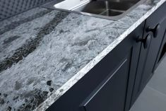 In the world of kitchen countertops, quartz is one of the superstars. There is no question that it is one of the most durable countertops in existence. Refinishing Laminate Countertops, Plywood Countertop, Custom Countertops, Quartzite Countertops, Concrete Countertops, Painting Kitchen Counters, Countertop Transformations, Scratched Wood, Kitchen Redo
