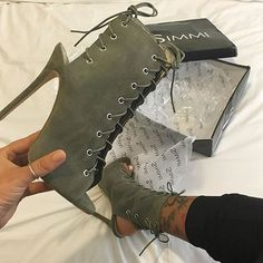 We love delivery days  Shoes: Elisa - £30.00 Shop: simmishoes.com #SIMMIGIRL