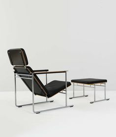 Yrjö Kukkapuro; Leather, Chromed Metal and Plywood Lounge Chair and Ottoman for Avarte, 1970s.