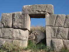 Paleokastro, Agios Adriano. Muro ciclópeo