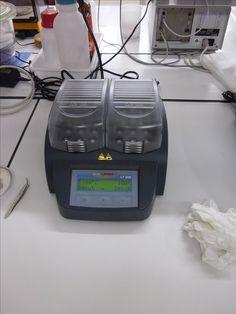 Bloc chauffant Hach Lange. Ici, il est principalement utilisé pour le dosage de la DCO (Demande Cimique en Oxygène)