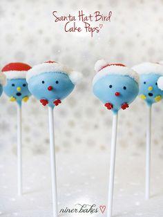 Santa Hat Birdie Cake Pops: Tutorial - by niner bakes Christmas Cupcakes Decoration, Christmas Cake Pops, Christmas Sweets, Christmas Fun, Xmas, Bird Cakes, Cupcake Cakes, Flower Cakes, Christmas Baking Gifts