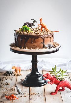 Chocolate Chips Ahoy Dinosaur Cake - super cute, would be perfect for a kids birthday! Dinosaur Birthday Cakes, Dinosaur Cake Easy, Dinosaur Cakes For Boys, Dinosaur Toys, Dino Cake, Birthday Cake Decorating, Cupcakes Decorating, Chocolate Chips, Chocolate Ganache