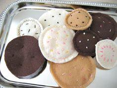 Felt Sugar Cookies Tutorial @makeandtakes.com