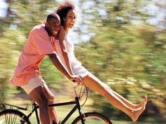 0 (casal de namorados andando de bicicleta ) ...