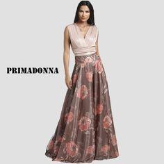Υπέροχος και μοντέρνος συνδυασμός για λαμπερές εμφανίσεις που κερδίζουν τις εντυπώσεις. Formal Dresses, Floral, Style, Fashion, Dresses For Formal, Swag, Moda, Formal Gowns, Fashion Styles