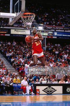 Girls Basketball Shoes, Basketball Pictures, Los Angeles Clippers, Atlanta Hawks, Slam Dunk, Basketball Legends, Nba Basketball, Derrick Rose, Lebron James