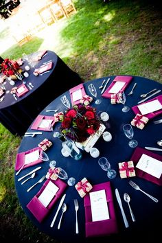 pretty table set up - that fuchsia against the navy blue really pops!