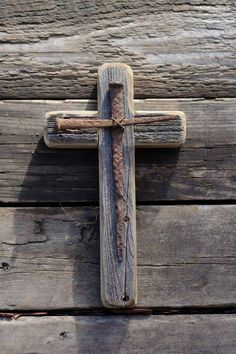 I love this Easter cross. I want my hubby to make one for me.
