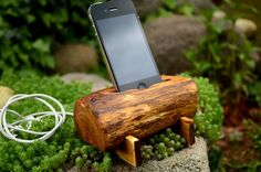 Wooden iPhone station. Handmade from gorgeous recycled oak wood. The stand fit to iPhone 4, iPhone 5 and phones with similar sizes.  Size approximately: Length: 13cm (5.07 in.) Width: 10cm (3.90 in.) Height: 6.5cm (2.53 in.)  Add a touch of nature to your workspace or home with a natural ...