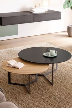 Stylish Coffee Table, Diy Coffee Table, Decorating Coffee Tables, Home Room Design, Home Interior Design, Home Decor Furniture, Furniture Design, Rustic Computer Desk, Centre Table Design