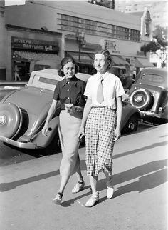 40's Street style. In love with the skirt on the left