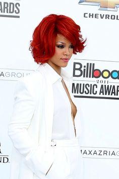Rihannas wavy, sexy bob hairstyle