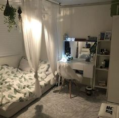 Small Bedroom Ideas - Small Bedroom Designs and Ideas for Maximizing Your Small Room That Pop. 37 Small Bedroom Styles and also Ideas for Optimizing Your Area as well as Including a Sprinkle of Indivi Small Bedroom Style, Bedroom Makeover, Small Room Design, Home Bedroom, House Rooms, Small Room Bedroom, Room Decor, Aesthetic Bedroom, Dream Rooms