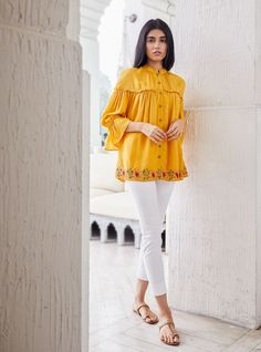 Fancy Dress Design, Stylish Dress Designs, Stylish Dresses, Western Outfits, Western Wear, The Office Shirts, Basic Tops, Chic Outfits, Chiffon Tops