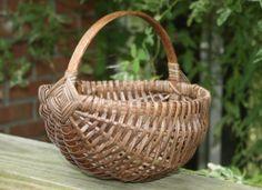 8 inch Round melon basket, hand made basket,wlanut stain,Nice fruit bakset