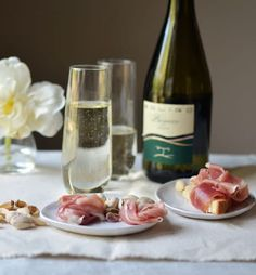 There is something about Italian wine that takes you immediately to the table. Images of fun gatherings with family and friends or romantic dinners for two come easily to mind. With that thought, Faith and I decided to put together some easy ideas for an Italian wine inspired dinner. Here's a whole menu, beginning to end, of Italian food and wine. You just add the table and the friends, and it's a celebration waiting to happen.