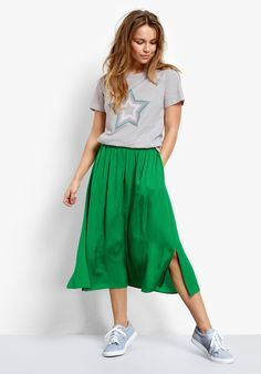 Delight and enhance your summer wardrobe with our Santana midi skirt. Floaty in style, with an elasticated waist, pair it with a contrast tee or a lightweight jumper for a trend-set summer look.