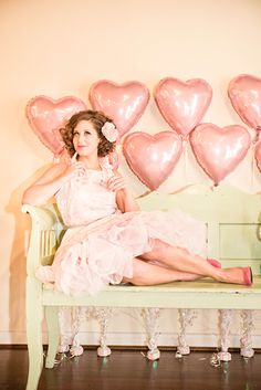 Vintage makeup & vintage short hair inspiration from a A vintage pink & teal, hearts inspired Valentine's shoot from @elle ellinghaus . Images by Stephanie Leigh Photo Design