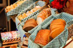 Se hospedar no Petit possui inúmeras vantagens. Dentre elas,  poder aproveitar as tortas, os pães, os croissants de chocolate, omeletes e rabanadas, recém saídos do forno e ainda quentinhos. #petitcasadamontanha #hotelemgramado #hoteisemgramado #gramado #serragaucha #delicias #cafedamanha