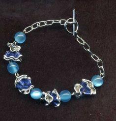Bracelet artisanal bleu  fermoirs TOOGLE perle : capsule aluminium Nespresso fabrication artisanal bleu  Longueur totale du bijou :16 cm ( possibilité de faire sur mesure 12/14 - 5867269