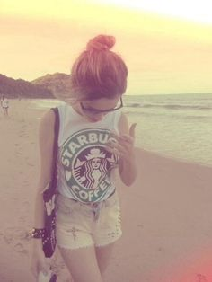 Starbucks T-shirt so cute! Even though I've never had Starbucks. Indie Outfits, Grunge Outfits, Tumblr Outfits, Cute Outfits, Hipster Outfits, Hipster Style, Hipster Beach, 30 Outfits, Teenage Outfits