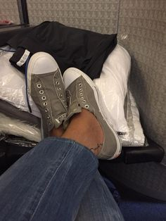 Regresando a casa... #ViajeroFrecuente Boots, Winter, Fashion, Home, Crotch Boots, Winter Time, Moda, Fashion Styles, Shoe Boot