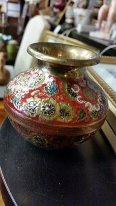 Beautiful pot with gorgeous detail, this is one of the lovely items in our #collingwood store #collectibles #vintage