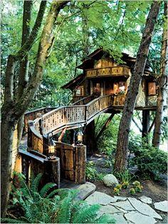 life size treehouse. AWESOME!!!