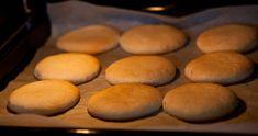 Perinteiset Mettäkakut – Sapuskaa vai sapiskaa Bread Recipes, Cooking Recipes, Sweet Bakery, Croissants, No Bake Cake, Sweet Recipes, Biscuits, Deserts, Food And Drink