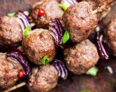 Boulettes végétarienne en brochette au barbecue : http://www.fourchette-et-bikini.fr/recettes/recettes-minceur/boulettes-vegetarienne-en-brochette-au-barbecue.html