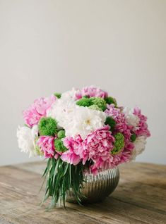 DIY floral arrangements for home | ... be oozing with color. Try this spring floral centerpiece tutorial