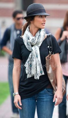i like the way the scarf is tied