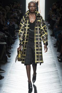 #BottegaVeneta  #fashion   #Koshchenets       Bottega Veneta Fall 2016 Ready-to-Wear Collection Photos - Vogue