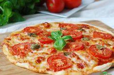 Pizza s rajčaty a mozzarellou Pepperoni, Mozzarella, Vegetable Pizza, Cheese, Vegetables, Food, Essen, Vegetable Recipes, Meals