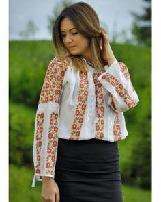 Romanian hand embroidered peasant blouse #vyshyvanka #romanianblouse #ia #ieromaneasca
