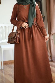 Otantik Stil Elbise – Fashion and Street Styles on Internet Modern Hijab Fashion, Islamic Fashion, Abaya Fashion, Muslim Fashion, Modest Fashion, Fashion Dresses, Muslim Dress, Hijab Dress, Ankara Stil