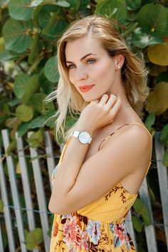 Brighten up an outfit beautifully with a women's white watch. Made in Switzerland, this ladies watch by Jowissa is classy and chic. Fresh, white styling is achieved with an Italian leather band and white mother-of-pearl dial detailed with rhinestones. Big Watches, Ladies Watches, Mesh Band, Vintage Watches For Men, Mother Pearl, Fashion Watches, Spring Fashion, Makeup Looks, Italian Leather