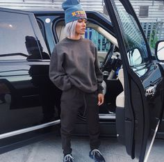 Teyana Taylor in that Balenciaga Sweatsuit & yeezy sneakers Tomboy Outfits, Chill Outfits, Tomboy Fashion, Swag Outfits, Dope Outfits, Fashion Killa, Streetwear Fashion, Look Fashion, Trendy Outfits
