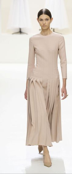 Christian Dior Herbst / Winter - Couture - Christianity - Faith in God, Jesus Christ Fashion 2018, Fashion Week, Look Fashion, Trendy Fashion, High Fashion, Winter Fashion, Fashion Show, Fashion Dresses, Womens Fashion